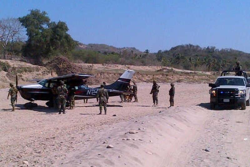 Guerrero - Fuerza Aérea Mexicana intercepta y Obliga a aterrizar Avioneta en Guerrero, Aeronave_guerrero_obliga-movil