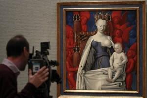 Al referirse a las pinturas que contienen v�rgenes, mar�as o sagradas familias en el Museo del Prado