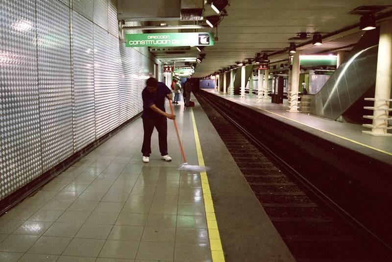 Muere uno de los apuñalados en Metro Bellas Artes