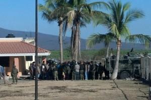 Grupos de autodefensa en Mèxico.Noticias,comentarios,fotos,videos. - Página 5 Hipolito_desarme_autodefensas-web