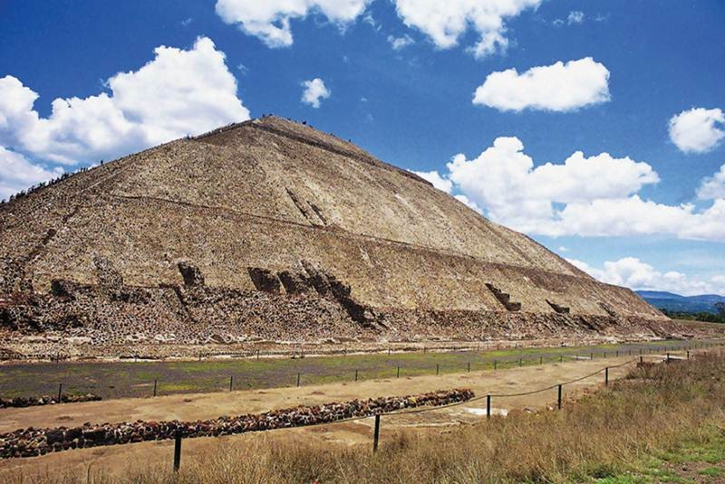 La <I>Pirámide del Sol</I>, en riesgo de hundimiento