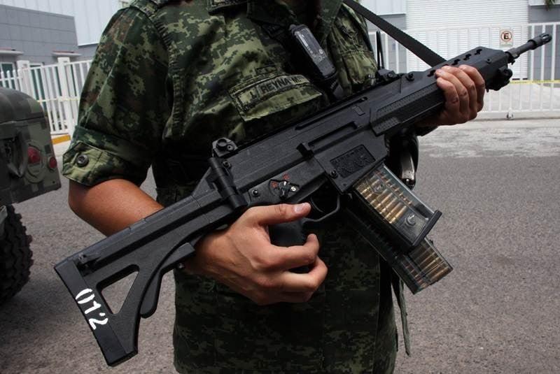 El Universal - Los Estados - Detienen a 13 personas con ... R15 Arma