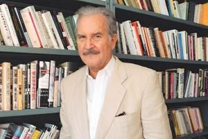 En el libro que dej� terminado, Carlos Fuentes habla de su padre, Rafael Fuentes, a quien reconoce c