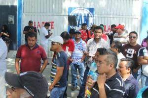 CNTE protesta en sedes del PAN y PRD de Oaxaca