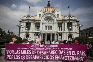 Protestan contra feminicidios en Bellas Artes