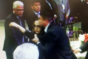 Mujer insta a Peña Nieto a pedir perdón por caso Iguala