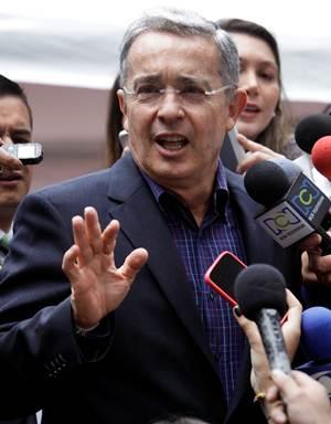 Hackean Twitter a ex presidente de Colombia y publican porno