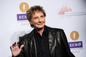 Barry Manilow se casa con su antiguo manager