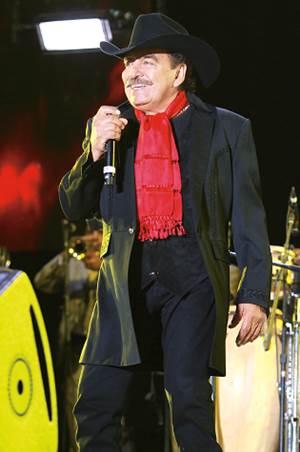 Vicente Fernández pide a fans que oren por su amigo Joan Sebastian