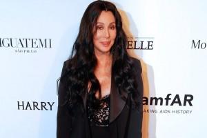 Reconocen a Cher por apoyo a portadores de VIH