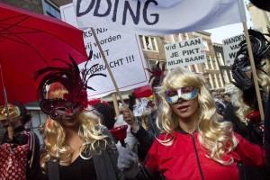 Marchan prostitutas de Amsterdam por cierre de escaparates