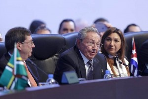 Arrebata Castro sonrisas y aplausos con jocosos comentarios