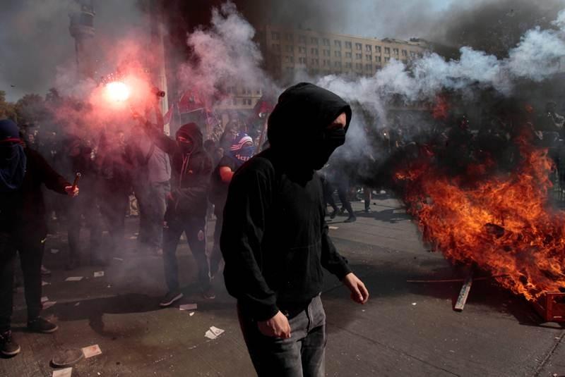 Chile: chocan policías y manifestantes en marcha estudiantil