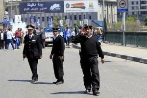 Atentado en El Cairo deja un policía muerto y 2 heridos