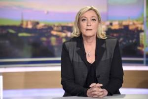 Francia: Marine Le Pen pide a su padre retirarse del FN