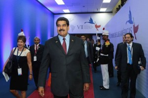 Maduro pide a Obama no ser un George W. Bush