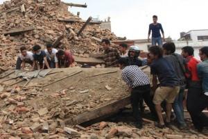 Cientos de personas se suman a las labores de rescate de v�ctimas