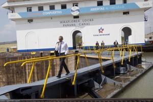 Barack Obama recorre esclusas del Canal de Panamá
