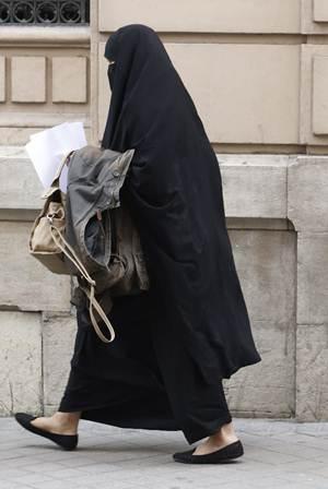 Célula yihadista en España planeaba grabar un degollamiento