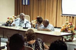 Fidel reaparece en reunión de maestros queseros